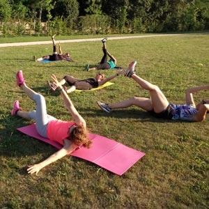cours collectif de gym avec un coach sportif