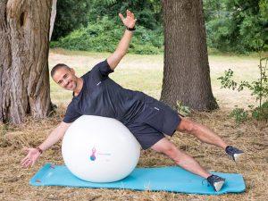 Postural Ball utilisé lors d'une séance par un coach sportif à Castanet
